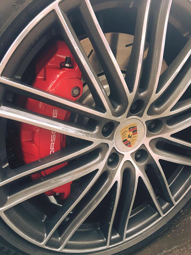Bắt gặp Porsche Panamera Turbo 2017 giá hơn 12 tỷ Đồng trên đường Hà Nội - Ảnh 2.