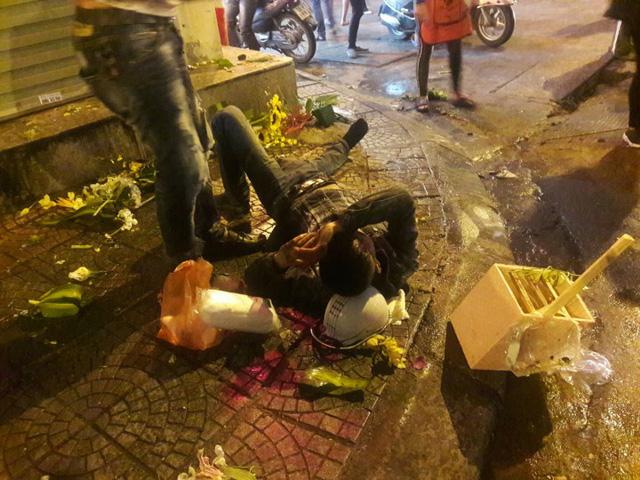 Toyota Yaris gây tai nạn liên hoàn tại Hà Nội, ít nhất 6 người bị thương - Ảnh 3.