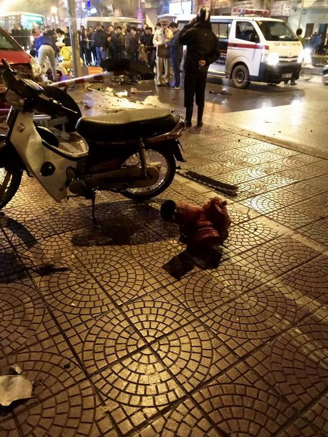 Toyota Yaris gây tai nạn liên hoàn tại Hà Nội, ít nhất 6 người bị thương - Ảnh 6.