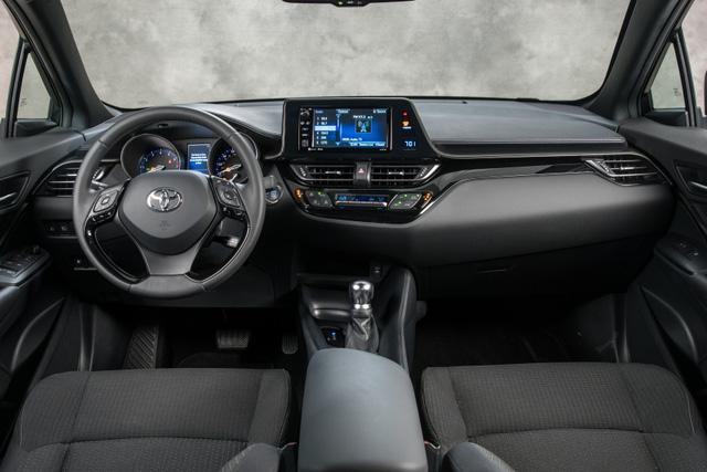 Toyota C-HR đắt hơn hẳn 2 đối thủ Honda HR-V và Mazda CX-3 - Ảnh 4.