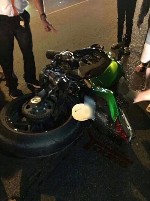 Đồng Nai: Kawasaki Z1000 va chạm với Yamaha Exciter, một thanh niên gãy chân - Ảnh 3.