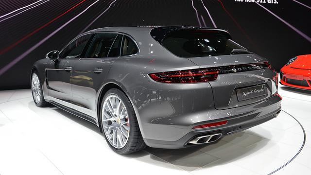 Vừa ra mắt tại triển lãm Geneva 2017, Porsche Panamera Sport Turismo đã có giá ở Việt Nam - Ảnh 4.