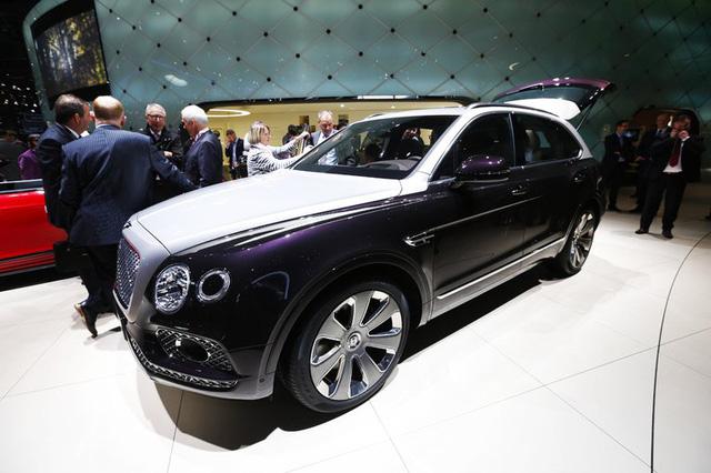 Cận cảnh SUV nhà giàu Bentley Bentayga Mulliner bằng xương, bằng thịt - Ảnh 1.