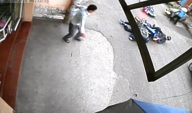 Video một người bị xe máy đè lên trong vụ tai nạn tại Hải Phòng - Ảnh 4.