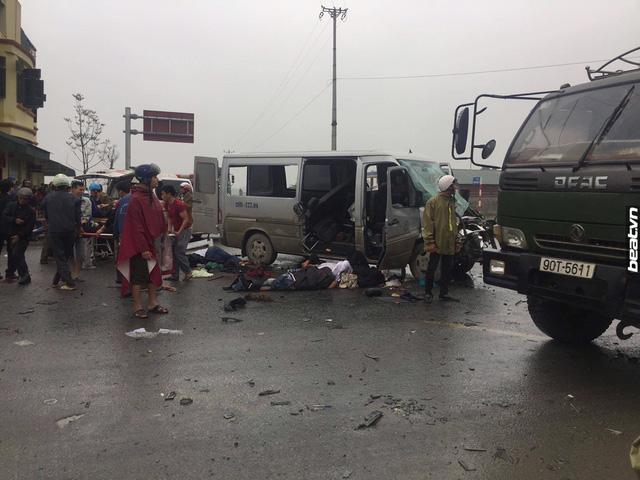 Hà Nam: Xe đi đón dâu va chạm với ô tô tải, 17 người thương vong - Ảnh 2.