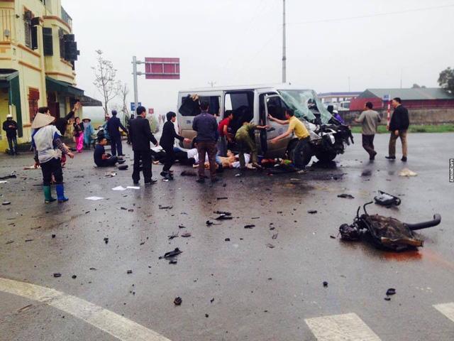 Hà Nam: Xe đi đón dâu va chạm với ô tô tải, 17 người thương vong - Ảnh 3.