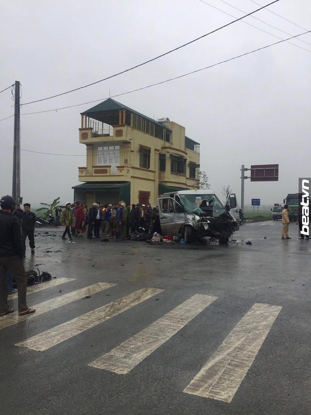 Hà Nam: Xe đi đón dâu va chạm với ô tô tải, 17 người thương vong - Ảnh 4.