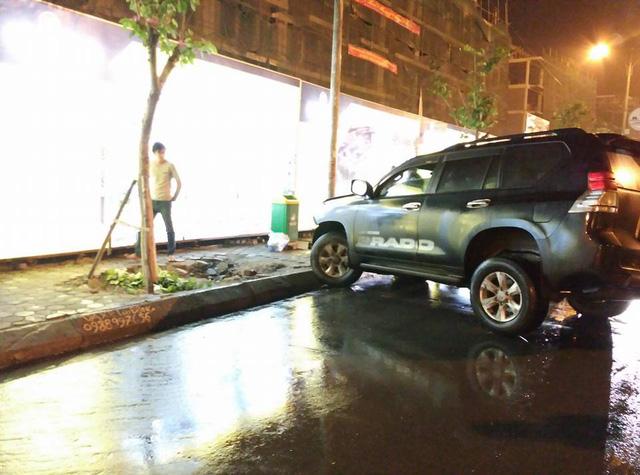 Quảng Ninh: Va chạm với Toyota Land Cruiser Prado, xe bán tải Ford Ranger Wildtrak nát đầu - Ảnh 6.