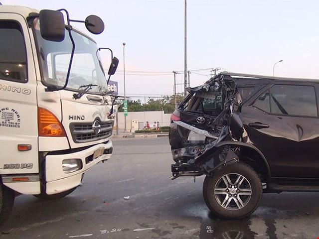 Đây là một trong những chiếc Toyota Fortuner 2017 đầu tiên gặp nạn tại Việt Nam - Ảnh 1.
