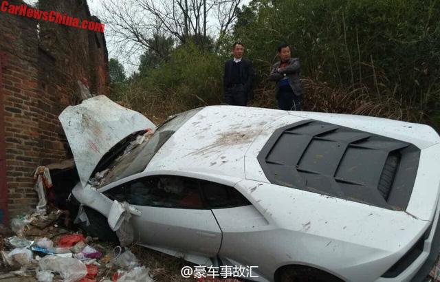 Siêu xe Lamborghini Huracan mất lái, đâm vào bãi rác - Ảnh 2.