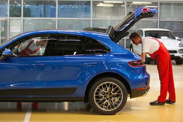 Porsche bỏ túi hơn 17.000 USD cho mỗi chiếc xe bán ra - Ảnh 2.