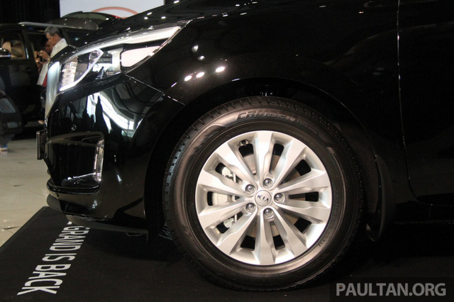 Cận cảnh Kia Sedona 8 chỗ, rẻ hơn xe ở Việt Nam - Ảnh 10.