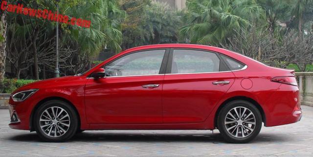 Hyundai Celesta - đàn em của Elantra có giá bèo - Ảnh 1.