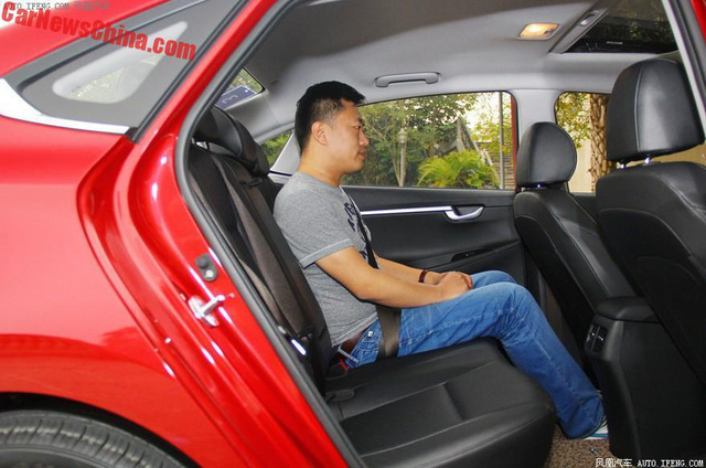 Hyundai Celesta - đàn em của Elantra có giá bèo - Ảnh 6.