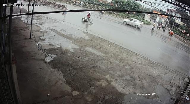 Video cô gái gây tai nạn cho người phụ nữ đạp xe qua đường rồi bỏ đi gây tranh cãi - Ảnh 7.