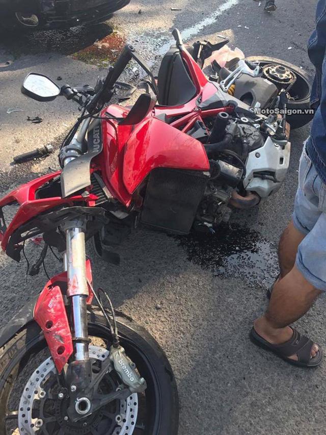 Đồng Nai: Ducati Multistrada 1200 hỏng nặng sau va chạm với ô tô - Ảnh 1.