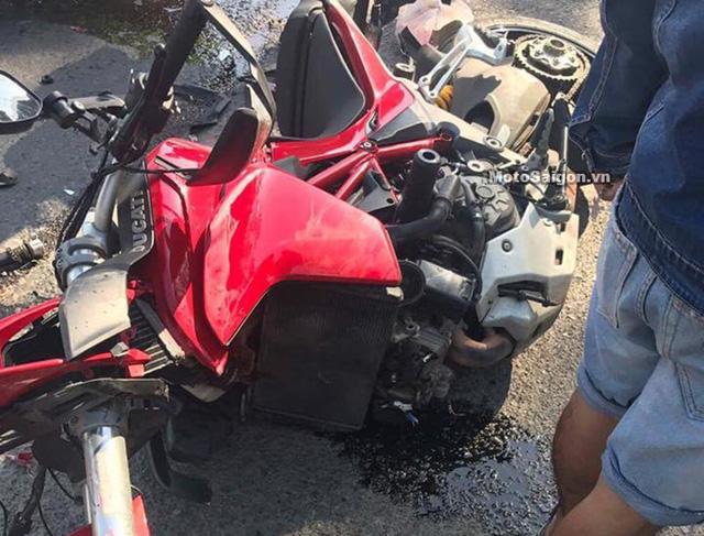 Đồng Nai: Ducati Multistrada 1200 hỏng nặng sau va chạm với ô tô - Ảnh 2.