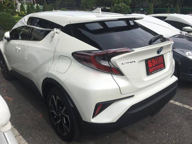 Crossover cỡ nhỏ Toyota C-HR xuất hiện trần trụi tại Thái Lan - Ảnh 1.