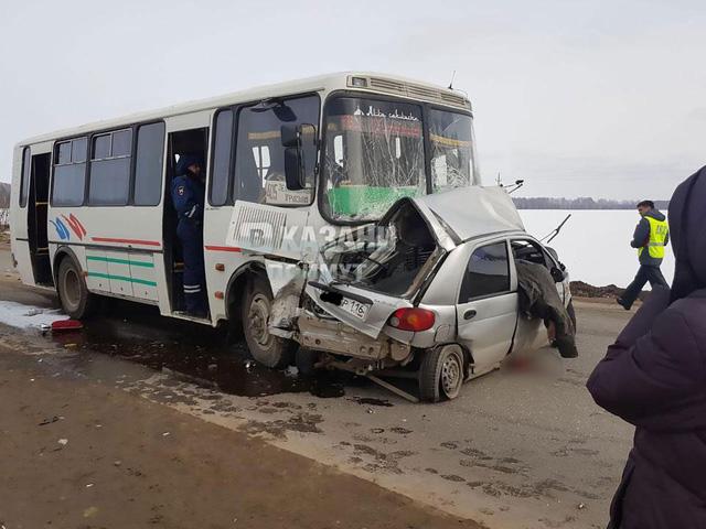 Mải livestream, cô gái xinh đẹp lái Daewoo Matiz bị xe buýt đâm, tử vong tại chỗ - Ảnh 3.
