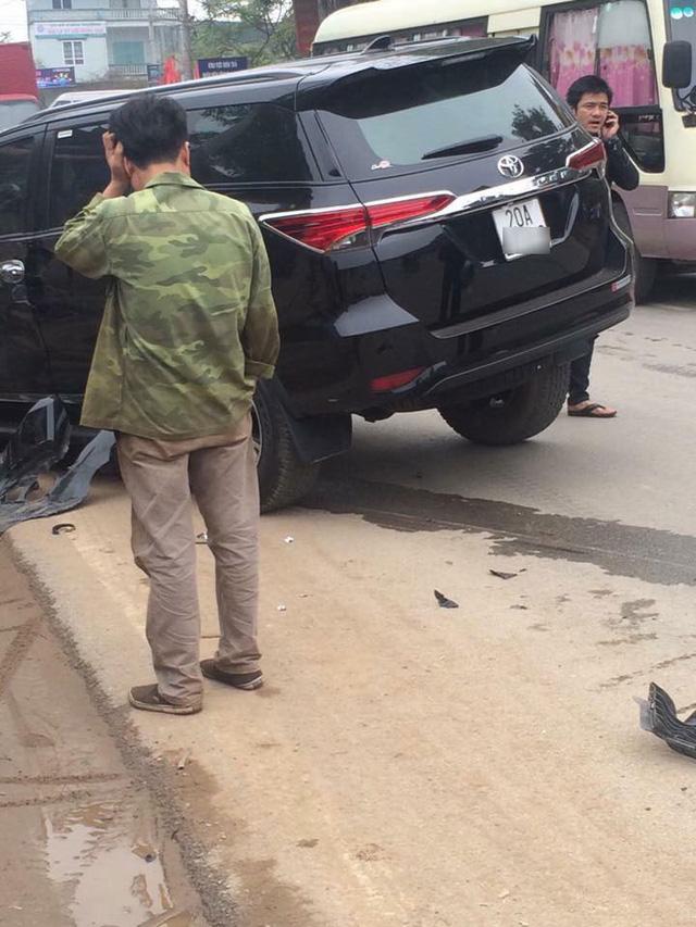 Lại thêm Toyota Fortuner 2017 bị tai nạn tại Việt Nam - Ảnh 1.