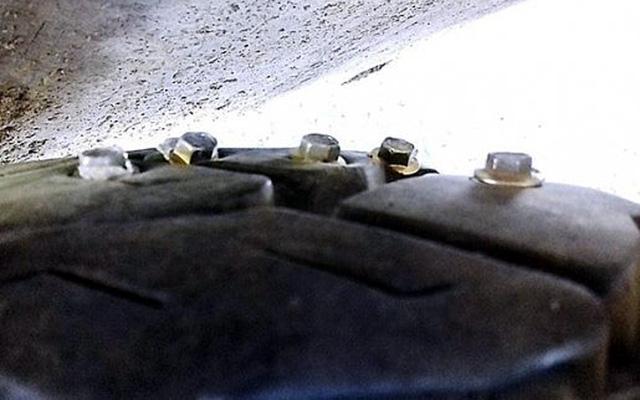 Xác định người gắn đinh vào tấm xốp rải trên quốc lộ - Ảnh 1.