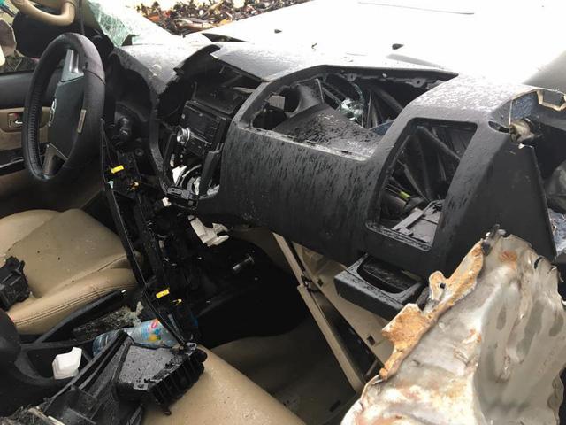 Lộ ảnh Toyota Fortuner nát bét nhưng túi khí không nổ khiến cư dân mạng xôn xao - Ảnh 2.