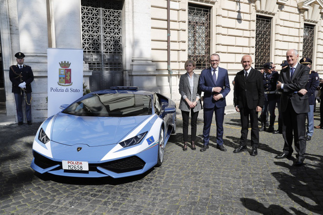 Cảnh sát Ý dùng siêu xe cây nhà, lá vườn Lamborghini Huracan làm ô tô tuần tra - Ảnh 2.