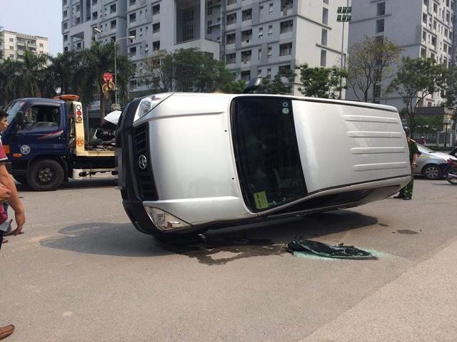 Hà Nội: Nữ tài xế lái Mazda6 đâm lật Toyota Land Cruiser Prado - Ảnh 6.