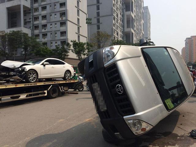 Hà Nội: Nữ tài xế lái Mazda6 đâm lật Toyota Land Cruiser Prado - Ảnh 7.