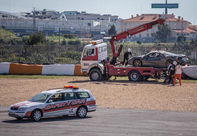 Đây là vụ tai nạn cho thấy siêu xe quả thực đắt xắt ra miếng - Ảnh 4.
