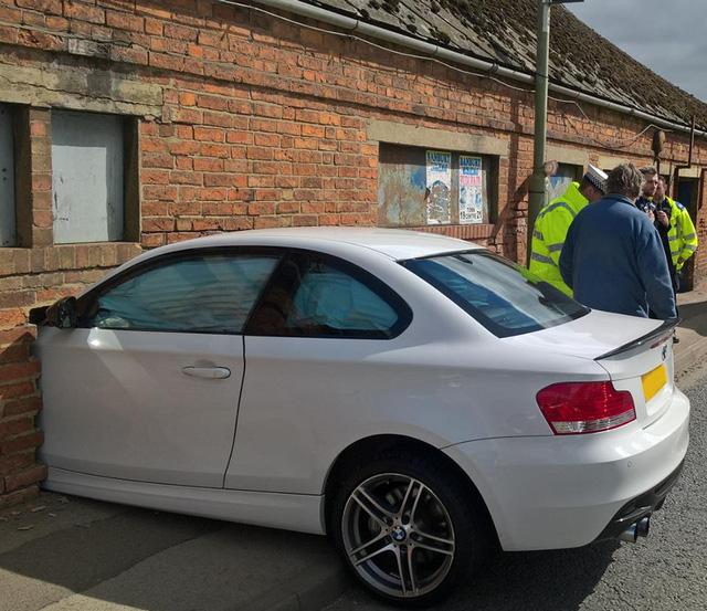 Hình ảnh vụ tai nạn của BMW 1-Series khiến nhiều người tưởng là hư cấu - Ảnh 1.
