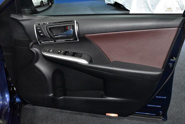 Làm quen với Toyota Camry phiên bản thể thao hơn, giá từ 1,081 tỷ Đồng - Ảnh 9.