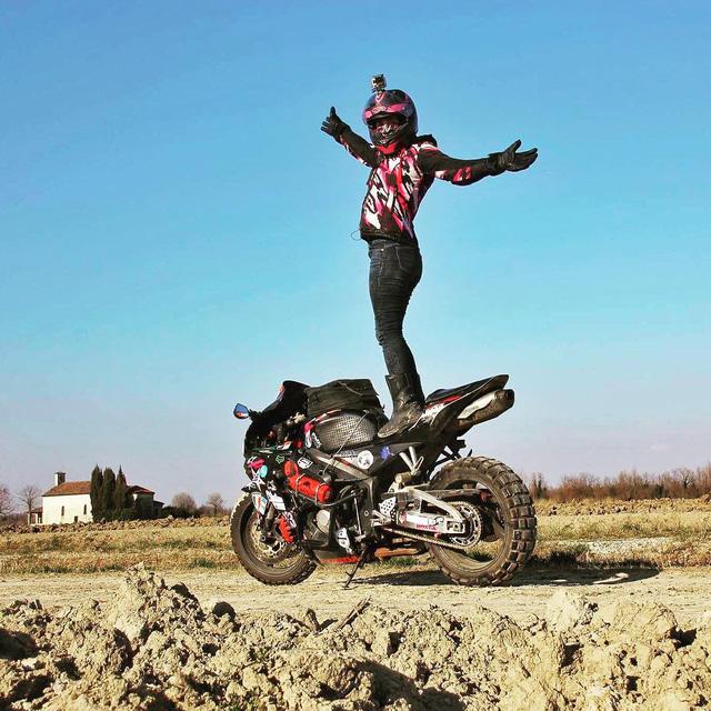 Làm quen với cô gái một mình đi vòng quanh thế giới bằng Honda CBR600RR - Ảnh 6.