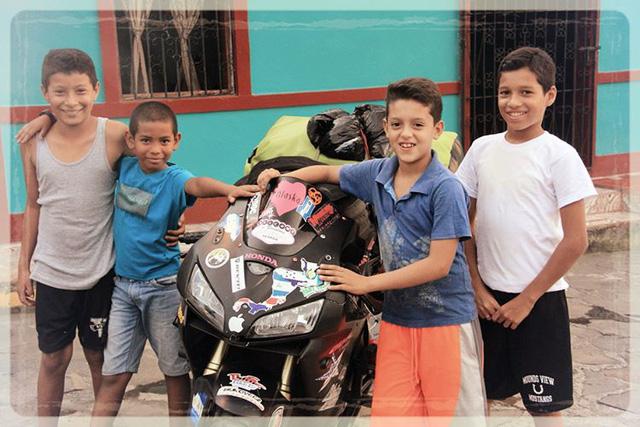 Làm quen với cô gái một mình đi vòng quanh thế giới bằng Honda CBR600RR - Ảnh 12.