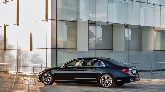 Làm quen với xe siêu sang Mercedes-Maybach S560 2018 - Ảnh 2.