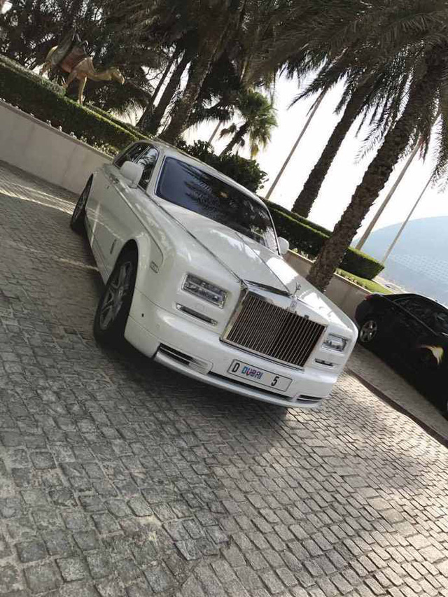Chiếc Rolls-Royce Phantom đeo biển số trị giá hơn 199 tỷ Đồng lộ diện - Ảnh 2.