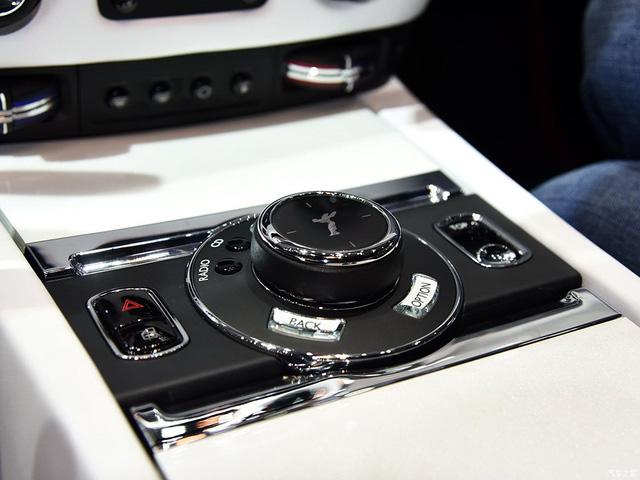 Thiếu gia con nhà tỷ phú mua 2 xe Rolls-Royce trong 1 triển lãm - Ảnh 11.