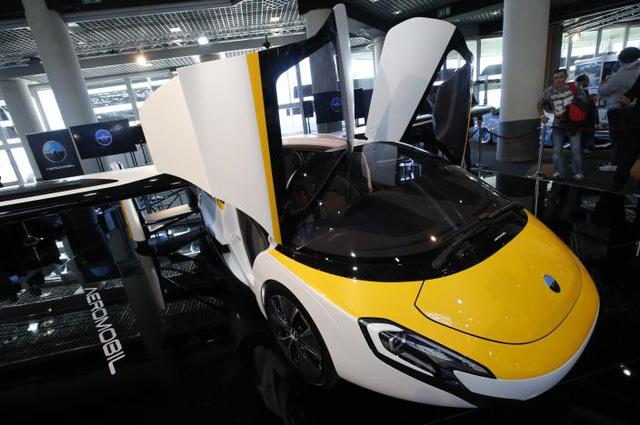 Cận cảnh ô tô bay triệu đô trong triển lãm nhà giàu Top Marques Monaco 2017 - Ảnh 3.