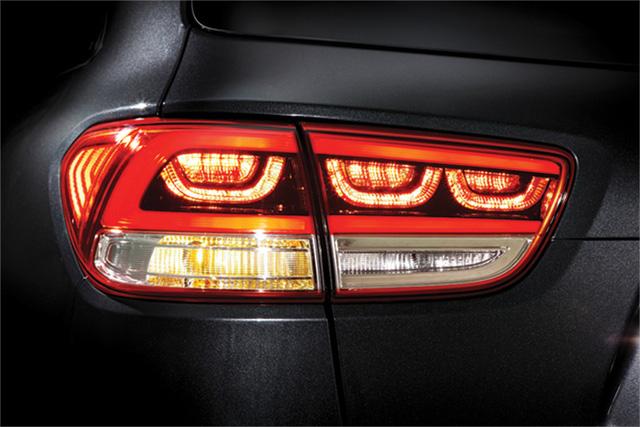 SUV 7 chỗ Kia Sorento có bản trang bị mới, giá từ 1,04 tỷ Đồng - Ảnh 3.