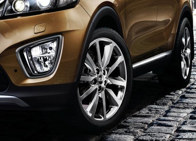 SUV 7 chỗ Kia Sorento có bản trang bị mới, giá từ 1,04 tỷ Đồng - Ảnh 4.