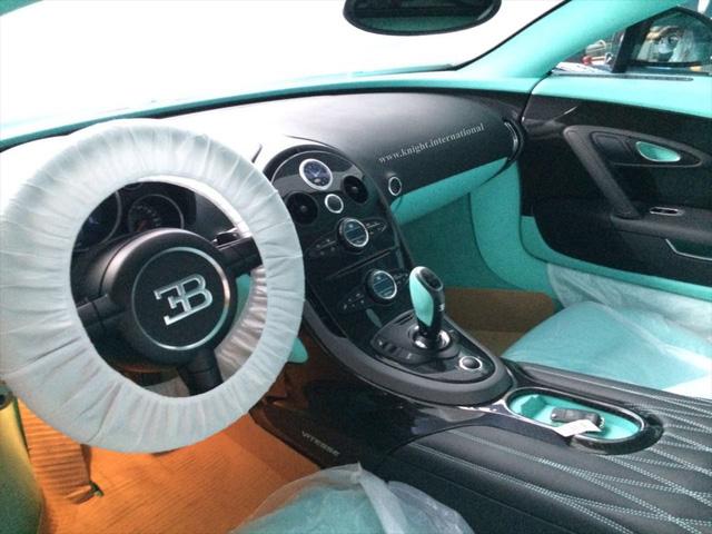 Đây là chiếc siêu xe Bugatti Veyron có một không hai chưa từng lăn bánh - Ảnh 4.