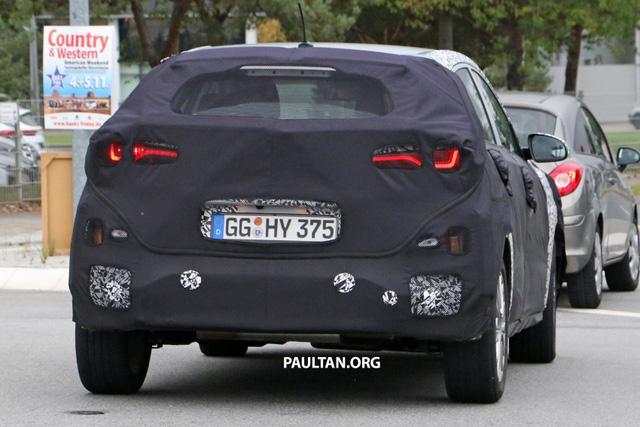 SUV cỡ nhỏ Hyundai Kona 2018 được hé lộ thêm thiết kế - Ảnh 3.