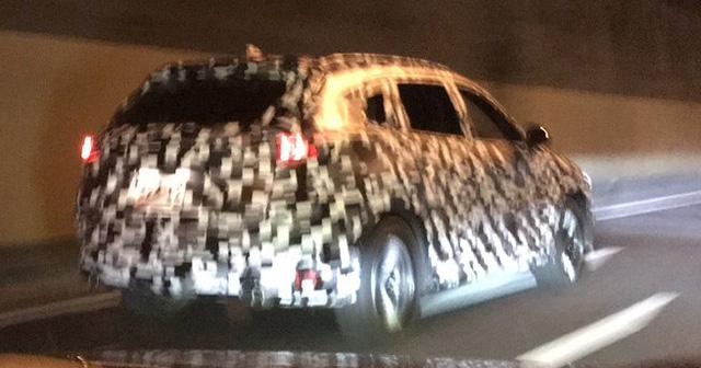 SUV 3 hàng ghế Mazda CX-8 mới được đồn có giá dưới 700 triệu Đồng - Ảnh 1.