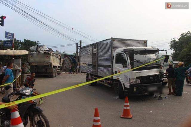 Khoảnh khắc ô tô tải đâm sập nhà dân khiến 5 người bị thương tại Bình Dương - Ảnh 3.
