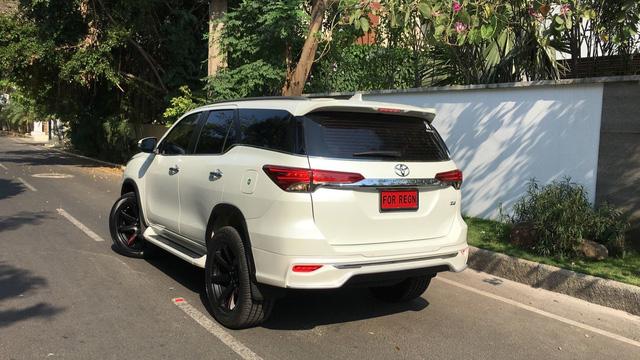 Toyota Fortuner 2017 thể thao hơn với bộ body kit nhập từ Thái Lan - Ảnh 2.