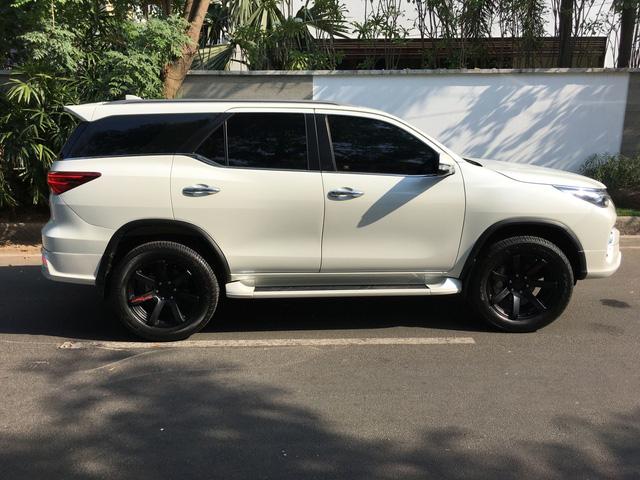 Toyota Fortuner 2017 thể thao hơn với bộ body kit nhập từ Thái Lan - Ảnh 3.