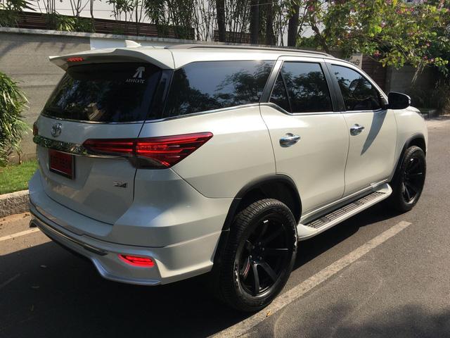 Toyota Fortuner 2017 thể thao hơn với bộ body kit nhập từ Thái Lan - Ảnh 5.