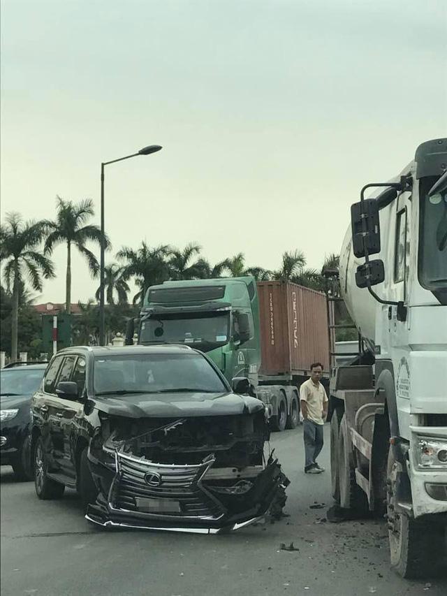 Hải Phòng: Mải xem tai nạn giữa xe bồn và Lexus LX570, tài xế ô tô tải đâm vào Toyota Vios - Ảnh 4.