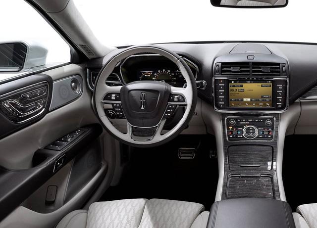 10 khoang nội thất ô tô đẹp nhất năm 2017 - Ảnh 6.