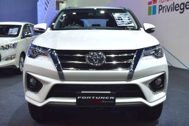 Toyota Fortuner TRD Sportivo 2016 có thêm gói body kit do Thái Lan sản xuất - Ảnh 2.